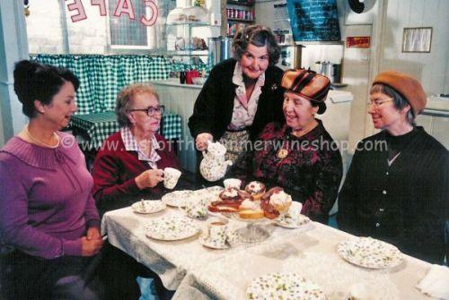 Nora, Ivy, Glenda, Pearl & Edi in the Cafe having Tea