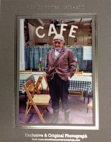 Compo Outside Cafe Photo